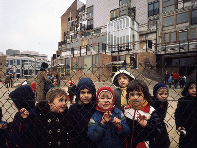 Mairie, Université catholique de Louvain, quartier des facultés de médecine, Woluwe-Saint-Lambert, Bruxelles, Belgique, 1970-77 © Atelier Lucien Kroll © Adagp, Paris, 2015