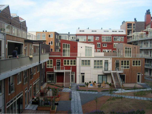 Quartier Admiraalsplein, Dordrecht, Pays-Bas, 1998 © Atelier Lucien Kroll © Adagp, Paris, 2015