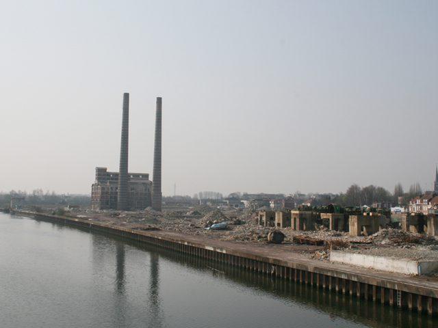 Friche industrielle en bordure du canal de la Deûle, près de Lille. © Rémi Jouan