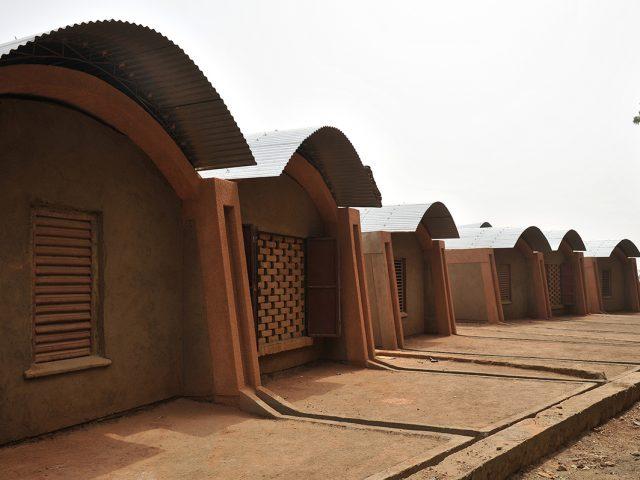 Bibliothèque du collège et logements des professeurs, architecte DIébédo Francis Kéré, Gando, Burkina Faso, 2004 © Diebedo Francis Kere