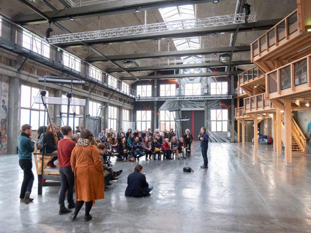 Visite de la Grande Halle lors de Chantiers communs 2020. Crédit : Alban Van Wassenhove